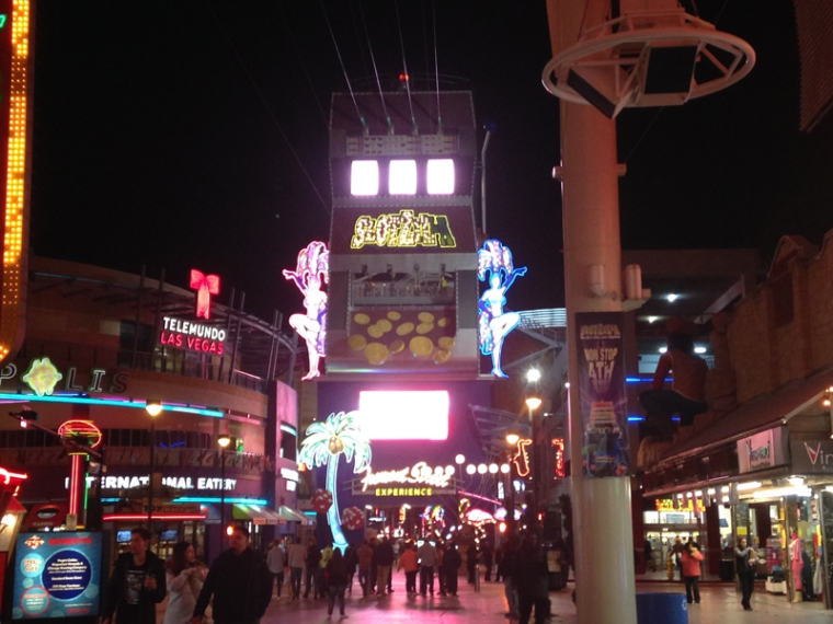 fremont street experience02